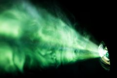 Kolorowy piękny światło reflektorów szeroki obiektywu projektor, tekstura abstrakta dymu tło fotografia royalty free