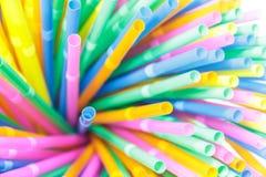 Kolorowy pije słomy zakończenia tło, kolorowy klingeryt Fotografia Royalty Free