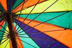 Kolorowy plażowy parasol zdjęcie stock