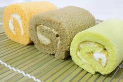 Kolorowy plasterek rolki torta przygotowania Fotografia Stock