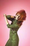 Kolorowy pracowniany portret piękna młoda kobieta Fotografia Stock