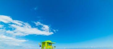 Kolorowy ratownika wierza w Miami pla?y obraz stock