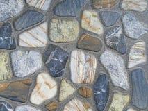 Kolorowy rockowy kamiennej ściany powierzchni tło i tekstura Zdjęcia Stock