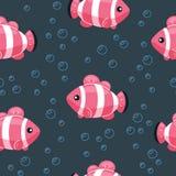 Kolorowy rybi bezszwowy wz?r Podwodny ?ycia t?o w kresk?wka stylu Wr?cza patroszonej tropikalnej ryby na tle z b?blami royalty ilustracja