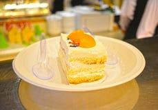 Kolorowy słodki ciasto przygotowywający słuzyć z łyżką Obrazy Royalty Free