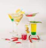 Kolorowy set napoje, koloru napój dekorował z oliwkami i pe Zdjęcia Royalty Free