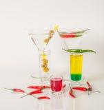 Kolorowy set napoje, koloru napój dekorował z oliwkami i pe Zdjęcie Royalty Free