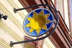 Kolorowy szkło domu znak słońce Zdjęcia Royalty Free