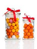 Kolorowy tło asortowany Gumballs w szklanym słoju Zdjęcia Stock