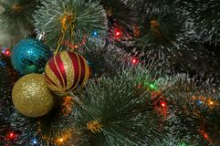 Kolorowy tło z dekorującą choinką Zdjęcie Stock