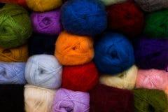 Kolorowy tło z przędzy piłką Fotografia Royalty Free