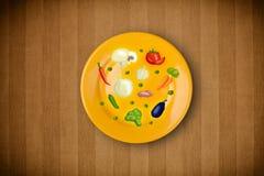 Kolorowy talerz z ikonami, symbolami, warzywami i fr ręki rysującymi, Obraz Royalty Free