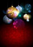 Kolorowy tło z futerkowymi drzewnymi złotymi i srebnymi mozaik piłkami na ciemnym tle Zdjęcie Royalty Free