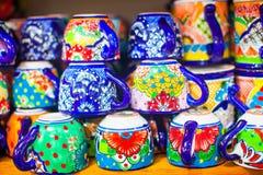Kolorowy tradycyjny meksykański ceramics na ulicznym rynku zdjęcie stock