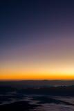 Kolorowy wieczór z chmurą w niebie Lato sezonu zmierzchu wschodu słońca półmroku świtu mroczny tło Fotografia Stock