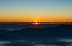 Kolorowy wieczór z chmurą w niebie Lato sezonu zmierzchu wschodu słońca półmroku świtu mroczny tło Obrazy Royalty Free