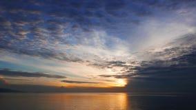 Kolorowy wschód słońca nad oceanu czasu upływem 01 zdjęcie wideo