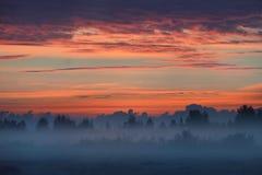 Kolorowy wschód słońca przy polem Zdjęcia Royalty Free