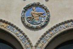 Kolorowy zewnętrzny terra - cotta ornamentacja na historyczny Childs restauracj budować obrazy stock