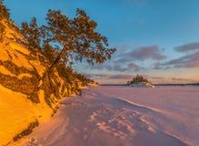 Kolorowy zima zmierzch na Ladoga jeziorze Obrazy Stock