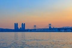 Kolorowy zmierzch nad Gwangandaegyo, zawieszenie most, Busan miasto, Korea (diamentu most) obraz stock