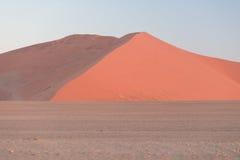 Kolorowy zmierzch nad Namib pustynią, Namibia, Afryka Sceniczne piasek diuny w backlight w Namib Naukluft parku narodowym, Swakop Obraz Royalty Free