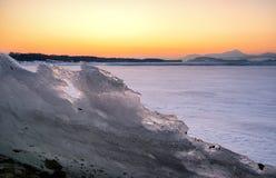 Kolorowy zmierzch nad zamarzniętym jeziorem Fotografia Stock