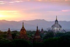 Kolorowy zmierzchu krajobrazu widok z sylwetkami świątynie, Baga Obraz Royalty Free