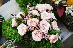 Kolorowych róż bukieta kwiaciasty tło, zamyka up Fotografia Royalty Free
