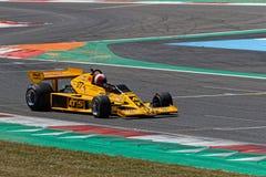 Koloru żółtego ATS F1 przy chicane fotografia stock