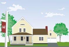Koloru żółtego dom z Sprzedającym znakiem Zdjęcia Stock