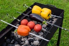 Koloru żółtego i pomarańcze pieprze oberżyna i pomidory na grillu, Fotografia Royalty Free