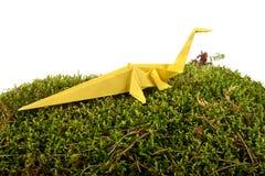 Koloru żółtego papierowy dinosaur Fotografia Royalty Free