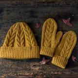 Koloru żółtego tweedu trykotowy kapelusz z wzorem Zdjęcie Royalty Free