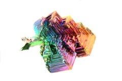 Koloru bizmutowy kryształ odizolowywający Obrazy Royalty Free