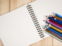 Koloru ołówek 21 i notatnik Fotografia Royalty Free