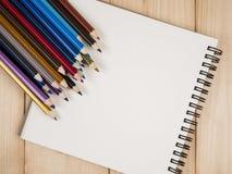 Koloru ołówek 23 i notatnik Obraz Royalty Free