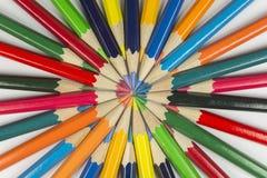 Koloru okrąg ołówki z uzupełniającymi kolorami Zdjęcie Royalty Free