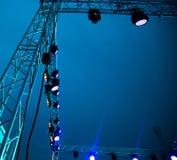 Koloru reflektor przy koncertem przy nocą Obraz Stock
