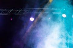 Koloru reflektor przy koncertem przy nocą Zdjęcie Royalty Free