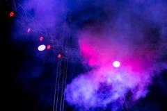 Koloru reflektor przy koncertem przy nocą Zdjęcia Royalty Free