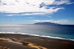 Koloru rozdzielenie na czarnej piasek plaży Fotografia Royalty Free