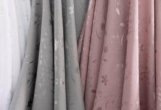 Kolory i wzór tkanina w tkanina sklepie Fotografia Royalty Free