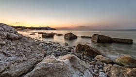 kolory kształtują teren wibrującego czerwonego zmierzch rock morza Zdjęcie Royalty Free