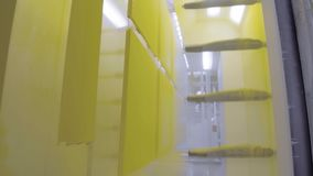 Kolorystyka metal części Prochowa narzut sala w elektrostatycznym polu zbiory wideo