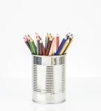Kolorystyka ołówek w blaszanej puszce Zdjęcia Stock