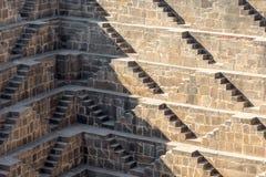 Kolosalny odmierzony zbiornik wodny, Abhaneri, Rajasthan, India obraz stock