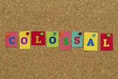 Kolosalny słowo pisać na kolorowych kleistych notatkach zdjęcie royalty free