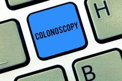 Koloskopi för ordhandstiltext Affärsidé för Endoscopic undersökning av den stora tarmkolondiagnosen fotografering för bildbyråer