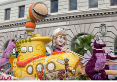 Kolossaal Model in de Roze Parade 2013 van de Kom royalty-vrije stock foto